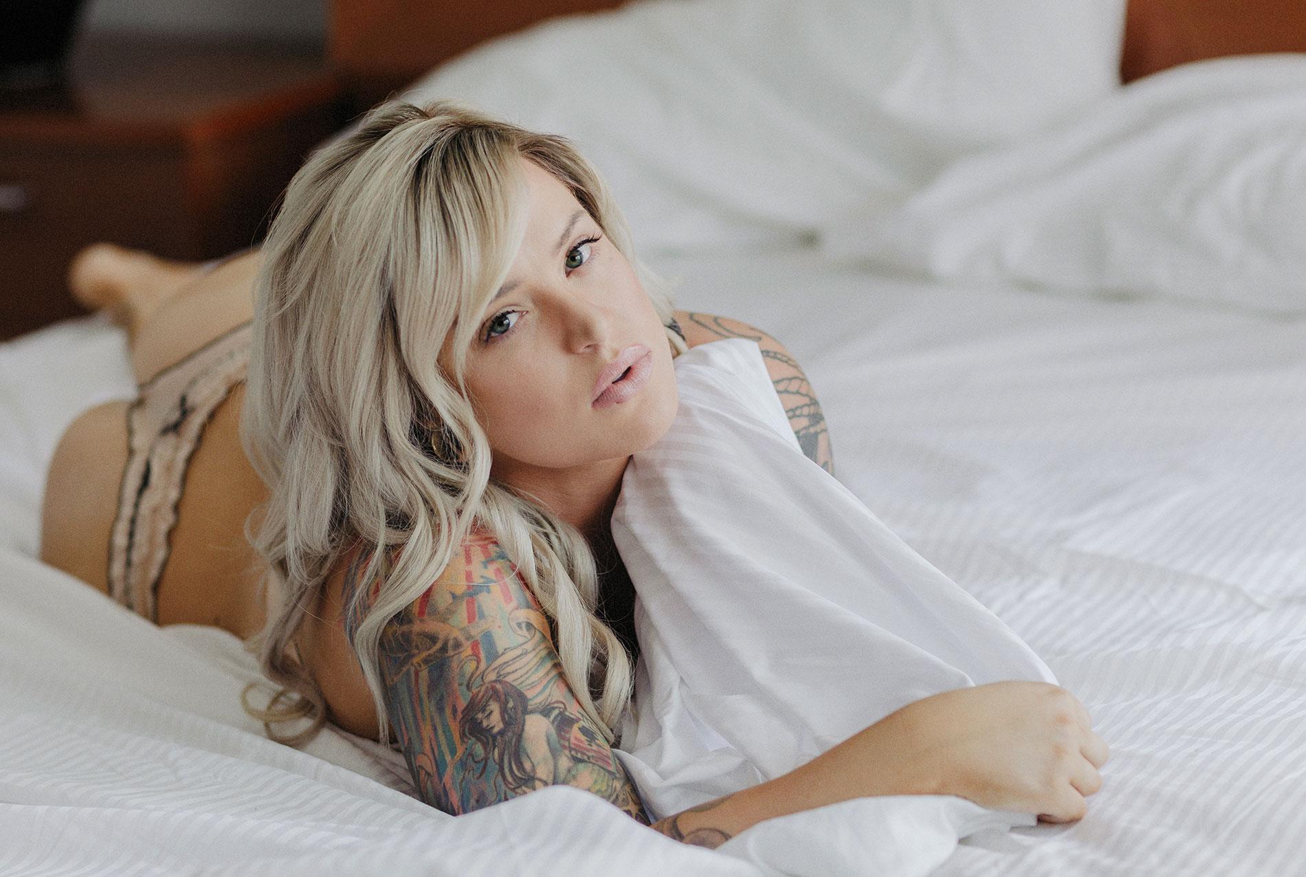 tattooed-body-positive-boudoir-photography