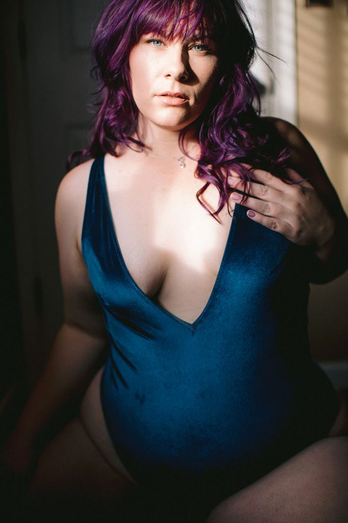 self love advocate and plus size boudoir photographer in the east bay area, california